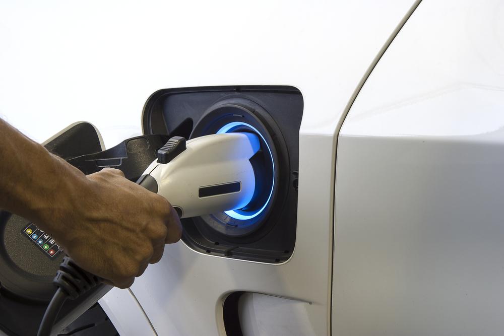 Rede de eletropostos vai permitir viagem com carro elétrico de 2,5 mil quilômetros entre Florianópolis e Vitória. (Fonte: Shutterstock)
