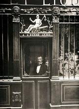 """Photo: Café """" A l´Homme Armé """", rue des Blancs- Manteaux ( 4 arr), 1900 .- EUGÉNE ATGET"""