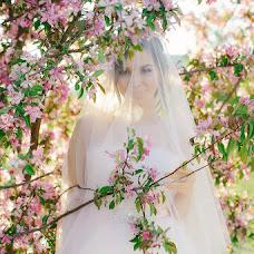 Wedding photographer Lyubov Lokotkova (EmmiliA). Photo of 19.05.2016