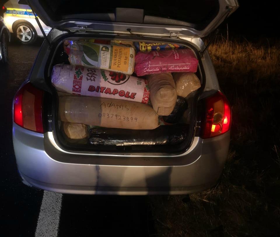 Verdagte handelaars het op die KZN-snelweg met 300 kg dagga opgeraap - SowetanLIVE