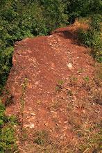 Photo: A homokkő vörös színét a benne finoman eloszlatott hematittól kapja, jelezvény azt, hogy a törmelékes üledék feloxidálódott