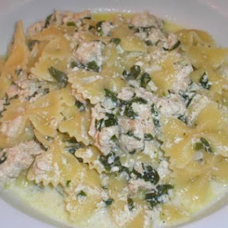 Farfalle with Ground Turkey and Spinach in Alfredo