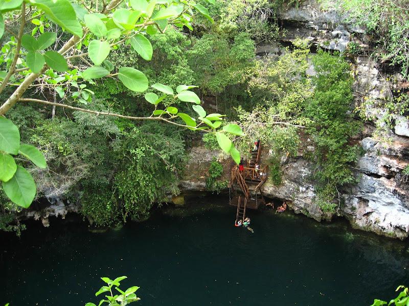 Cenote Yokdzonot (Click to enlarge.)