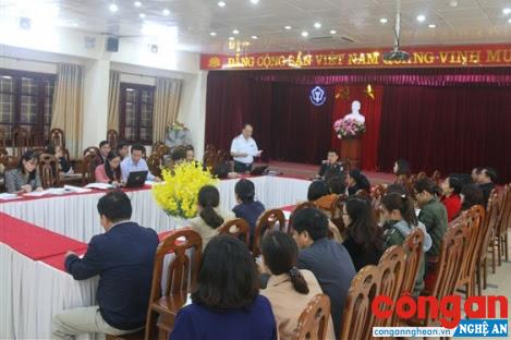 Ông Trần Văn Phương, Trưởng đoàn Thanh tra công bố Quyết định thanh tra đối với 20 đơn vị