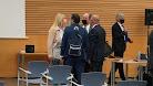 Carrasco y Alemán con sus abogados