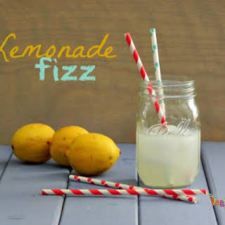 Lemonade Fizz ~ Adult Beverage ~ Perfect for the start of summer!.