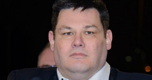 Mark Labbett challenges the people