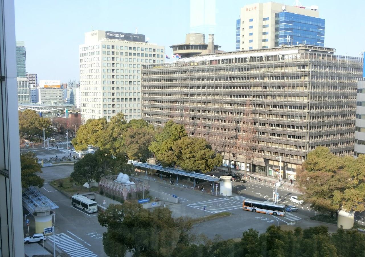 市バスターミナルと中日ビルを向かい側の商業施設ラシックから