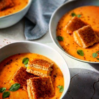 30 Minute Creamy Homemade Tomato Soup with Grilled Cheese Croutons! Recipe