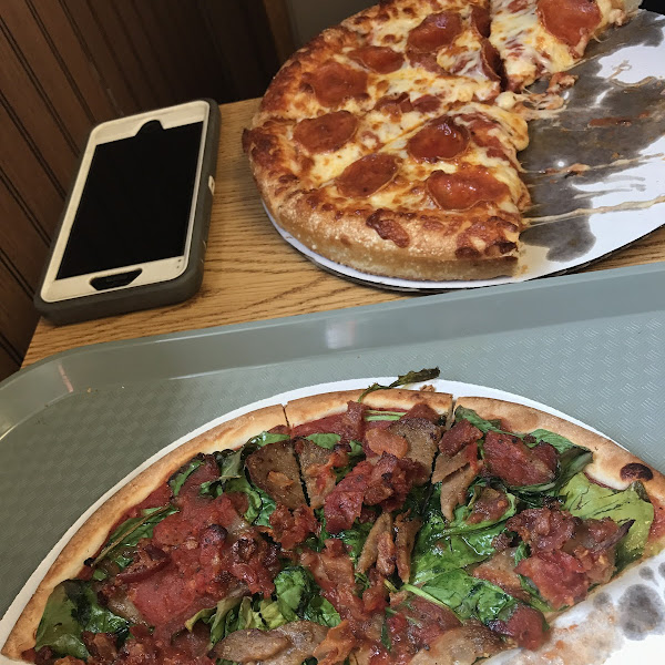 Very good GF pizza, they were well aware of toppings that had gluten in them.