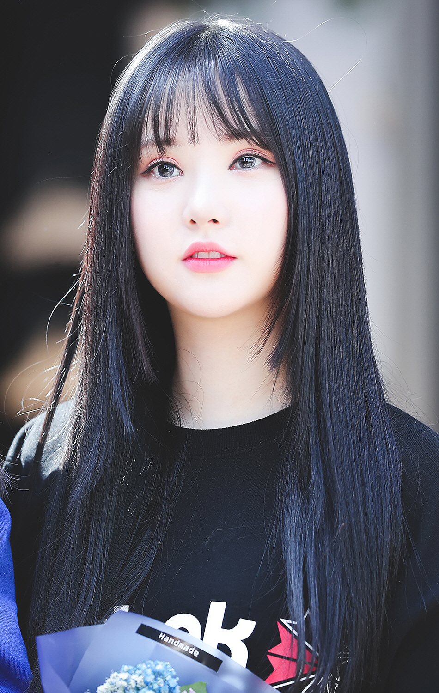 Netizens Praise The Voluminous Figure Of This Idol