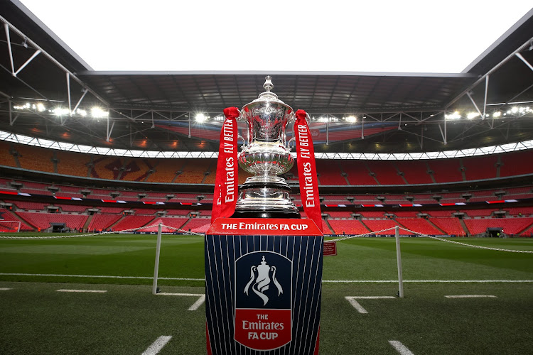 Le propriétaire de Manchester City a acheté la FA Cup ... littéralement
