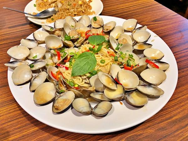 幸福小館 失心瘋蛤蠣爆炸多炒油麵 不過炒飯比較好吃推薦