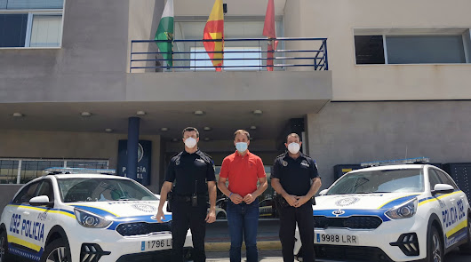 """La Policía Local cuenta con dos nuevos coches, uno con """"kit de detenidos"""""""