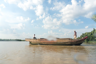 Photo: when not loaded, these boats are quite speedy indeed...