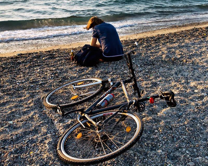 In riva al mare con tanti pensieri di Fiorenza Aldo Photo