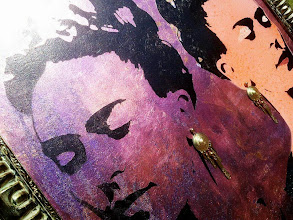 Foto: Frida in the mirror - particolare del quadro -  77x77cm  Foglia oro, foglia argento, foglia rame su tela Stencil con ausilio di vernici acriliche spray Orecchini vintage  DISPONIBILE  Per informazioni e prezzi: manualedelrisveglio@gmail.com
