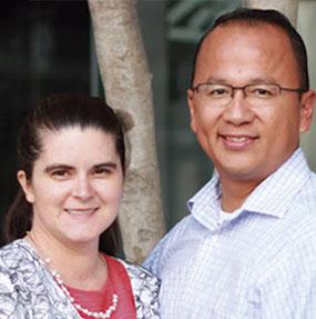Pastor Arturo Muñoz y su esposa Nicole