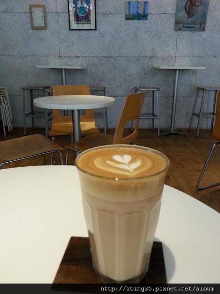 落地窗前啜飲一杯好咖啡~THE FACTORY / mojocoffee