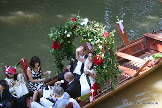 Photo: Das Hochzeitspaar auf dem Stocherkahn, eine Hochzeitsfahrt die niemand vergisst!