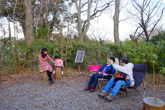 Photo: Resting in chairs at the end of forest trail 森林小徑底端的座椅上休息