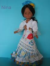 Photo: Conjunto rociero: Top forrado, falda con tres volantes, mantón de manila, peineta y flor: 35 euros más envío