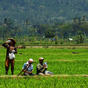 take a rest by Ayah Adit Qunyit - Professional People Agricultural Workers (  )