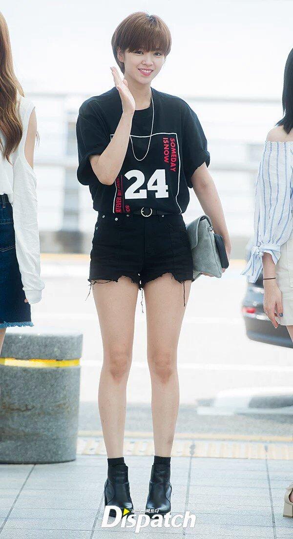 jeongyeon legs 32