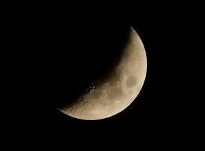 Photo: 今宵の月、五日夜月。久しぶりに月を見た気がします。