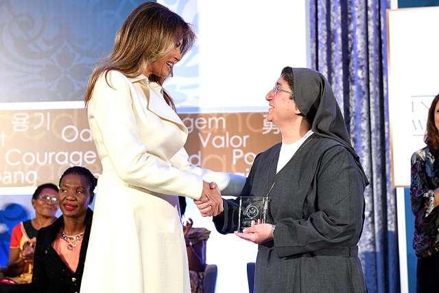 Nữ tu người Syria được giải thưởng của Hoa kỳ sẽ ủng hộ bất kỳ nhà lãnh đạo nào đem lại hòa bình