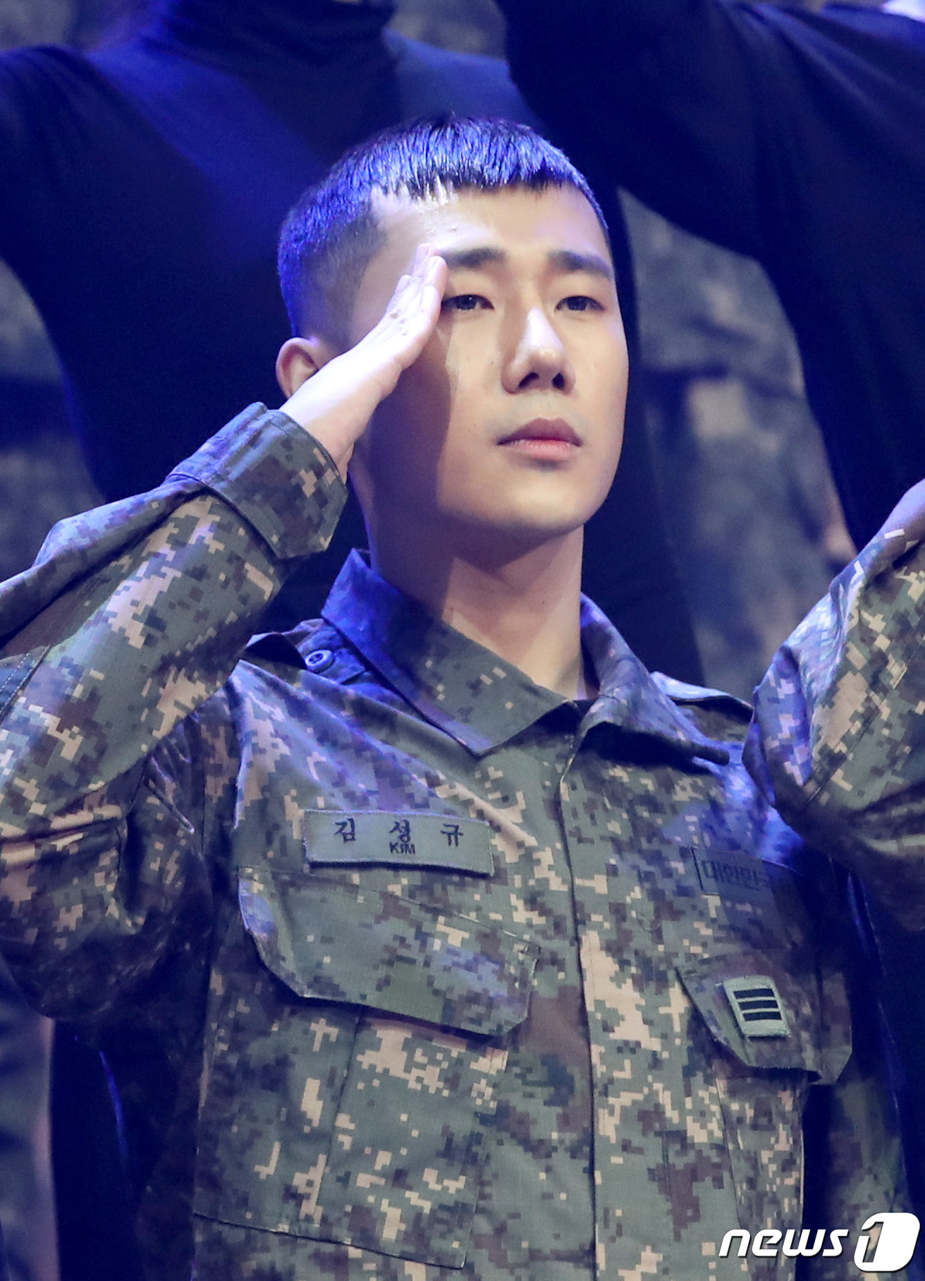 이니피니트 성규, '씩씩한 군인'