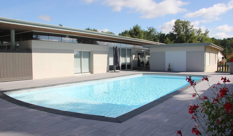 Maison avec piscine et terrasse La Brède