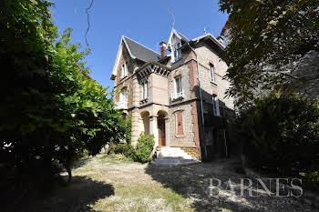 Maison 12 pièces 217 m2
