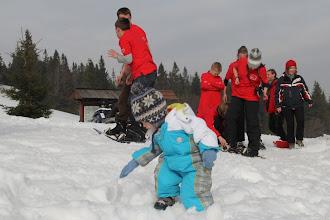 Photo: Jasio sprawdza konsystencję śniegu:)