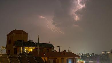 Photo: Wetterleuchten über Nepals Hauptstadt