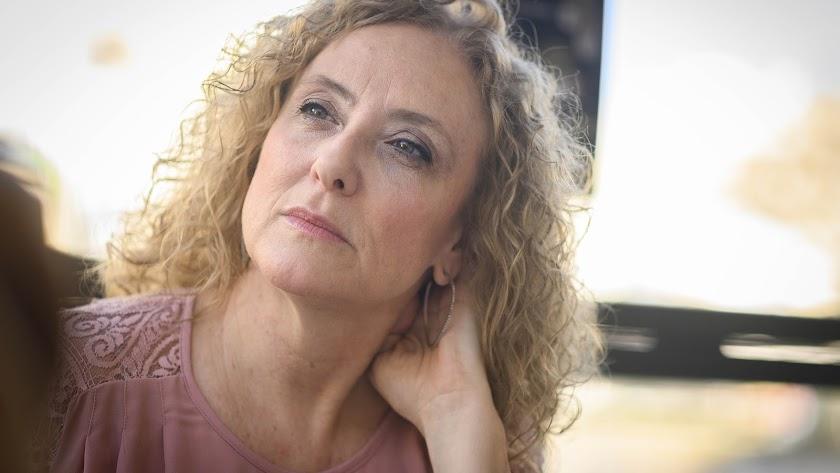 Mar de los Ríos, escritora y colaboradora de La Voz, fotografiada durante la conversación.