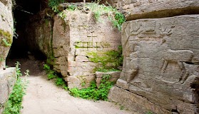 Древний скальный храм