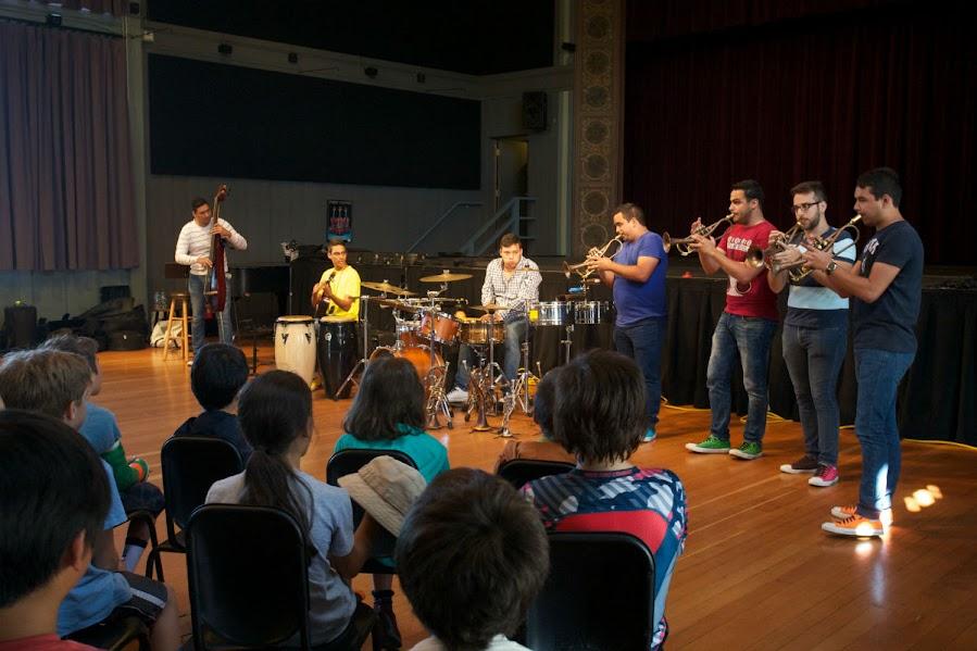 El Ensamble 7/4 le ofreció a niños de Berkeley una mañana de música latinoamericana y una demostración de que la música también es diversión.