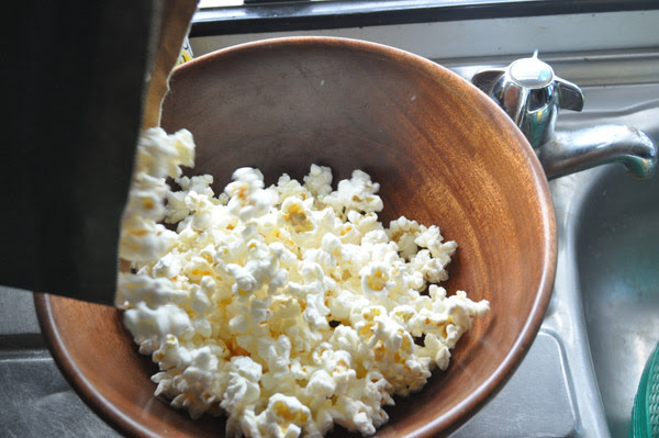 popcorn, microwave, done in the, cook popcorn, easy popcorn, gluten free, Hot Girls Cooking, New Zealand (NZ) Cooking, Cooking for real, 新西兰烹饪,配有照片的食谱教程