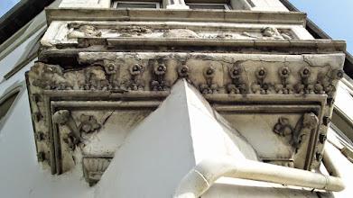 Photo: Das ,Vogelhäuschen' (Einflugloch oben links) an der Wehringhauser Straße 34.