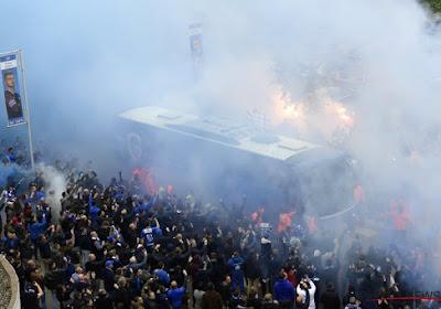 🎥 Schitterende beelden! Genkse fans wuiven massaal spelersbus uit