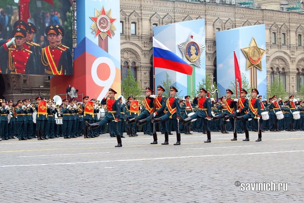 Знамённые группы Государственного флага РФ, знамя Победы, знамя Вооружённых Сил России из числа военнослужащих 154 отдельного комендантского Преображенского полка