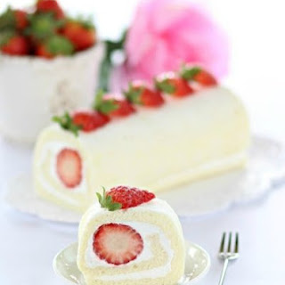 Egg White Roll Cake 蛋白蛋糕卷 {Cookbook Giveaway}