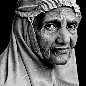 by Mugie Wardana - People Portraits of Women ( black and white, senior citizen )