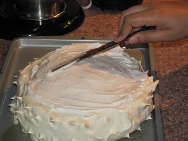 GENTLY SPREAD AN EVEN LAYER OF WHIPPED CREAM ON THE PAVLOVA. DO NOT APPLY...