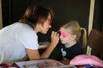 Photo: De schminksters van dienst maken echte kunstwerkjes.