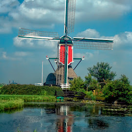 Rode Wip 3 by Pete Bobb - Buildings & Architecture Statues & Monuments ( dutch, red, leiden, cumulus, windmill )
