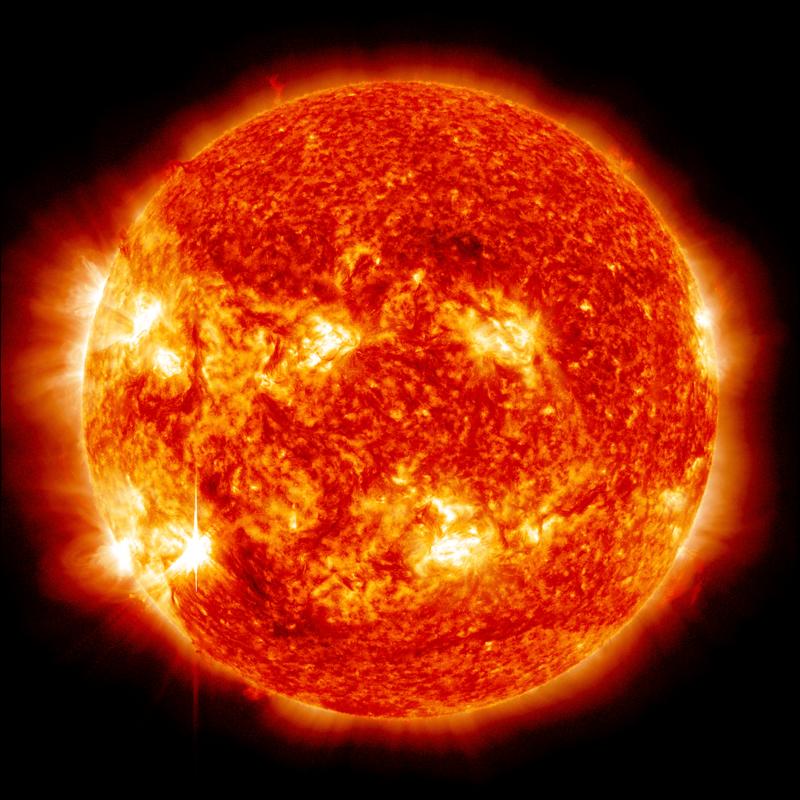 Фигурата показва снимка на червено-оранжев слънчев диск.
