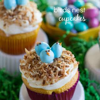 {Easy} Bird's Nest Cupcakes.