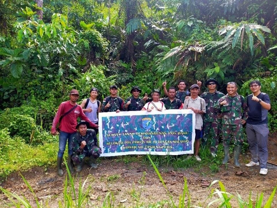 ZIDAM Bersama Penduduk Lokal Perkuat Pos Pengamanan Di Wilayah Perbatasan